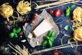 Картинка сыр, специи, черри, пармезан, паста, базилик