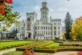 Картинка газон, осень, солнце, Чехия, дорожки, замок, Hluboka Castle, кусты, белый, деревья, сад, дизайн, цветы
