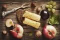 Картинка листья, ягоды, доски, еда, сыр, хлеб, виноград, фрукты, орехи, персики, слива