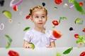 Картинка ребенок, удивление, девочка, перец, овощи, помидор, little girl, vegetables