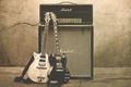 Картинка Gretsch, трещина, стена, Gibson, rock and roll, черное, монитор, рок, музыка, Marshall, усилитель, фон, белое, ...