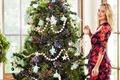 Картинка платье, Лорен Конрад, радость, новый год, макияж, прическа, Lauren Conrad, ёлка, улыбка, игрушки, блондинка, праздник