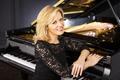 Картинка пианистка, красавица, белозубая, красивая, серьги, Steinway & Sons, Ольга Керн, Olga Kern, улыбка, черное, блондинка, ...