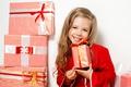 Картинка девочка, подарки, ребенок, gifts, улыбка, лицо, красное, New Year, child, бант, Новый год