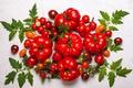 Картинка зелень, листья, фон, красные, натюрморт, овощи, мокрые, помидоры, томаты