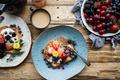 Картинка клубника, ежевика, сэндвичи, завтрак, фрукты, ягоды, черника, черешня, кофе, Хлеб, тосты