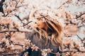 Картинка весна, ветки, цветение, настроение, девушка, яблоня