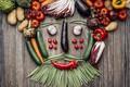 Картинка лук, горошек, огурцы, капуста, помидоры, картофель, баклажан, овощи, морковь, вид сверху, стол, креатив, перец, портрет