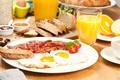 Картинка завтрак, сок, яичница, помидор, бекон, тост