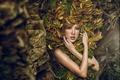 Картинка азиатка, модель, девушка, макияж, листья, руки, взгляд, стиль