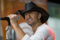 Картинка Tim McGraw, ковбой, сцена, кантри, country, микрофон, песня, шляпа